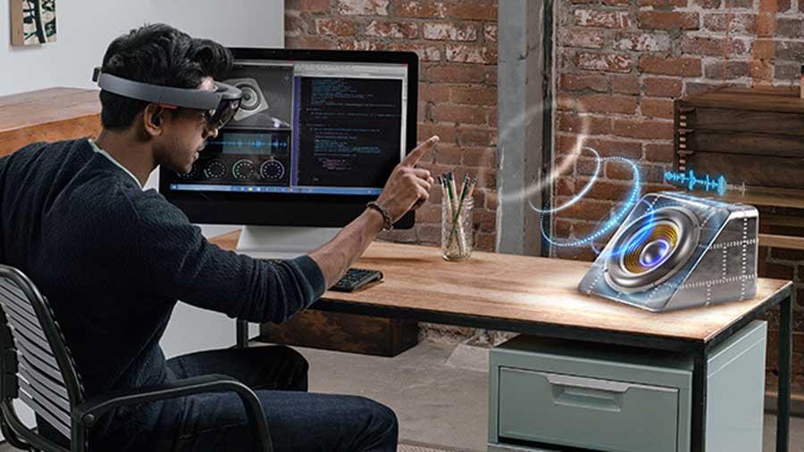 Microsoft HoloLens and Oculus Rift